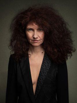 Portrait en studio dans l'Oise de la comédienne Hélène Laurca