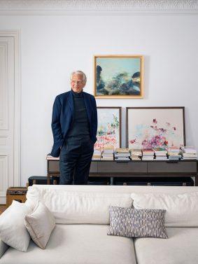 Photo de Dominique de Villepin dans son domicile parisien