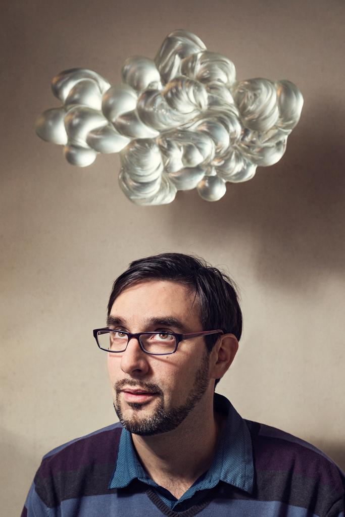 Portrait de Cyrille Morin sculpteur de pâte de verre