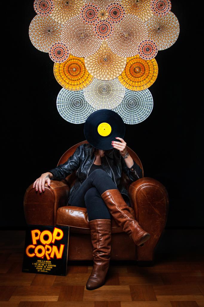 Portrait en studio de l'artiste Laetitia Peltier pour Jamaya design