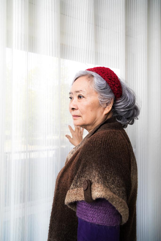 Portrait de Tran To Nga dans son appartement